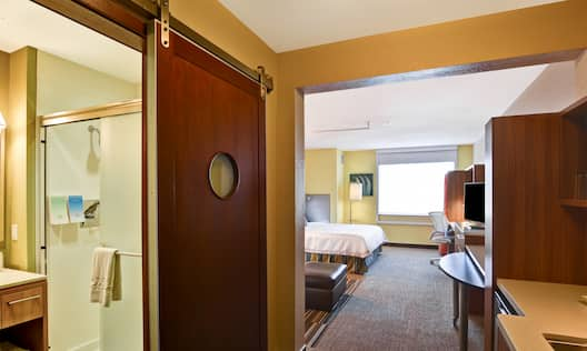 One king studio with desk HDTV and shower