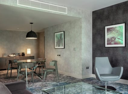 Guestroom Suite with Dining Area