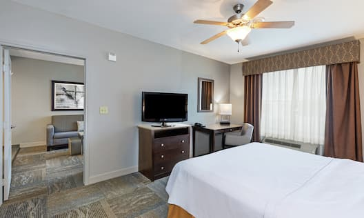 Work desk available in the bed room for convenience