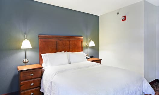 Accessible Guest Room with Queen Bed
