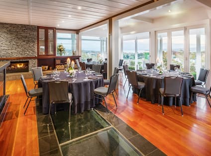 Lobby Dining Area with Roundtables and Seats