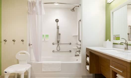 Accessible Bathroom King & Queen Suites