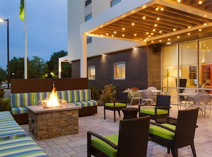 Outdoor Fire Pit & Seating Area