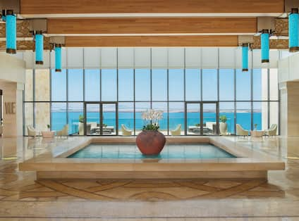 Lobby water feature with Deadsea view