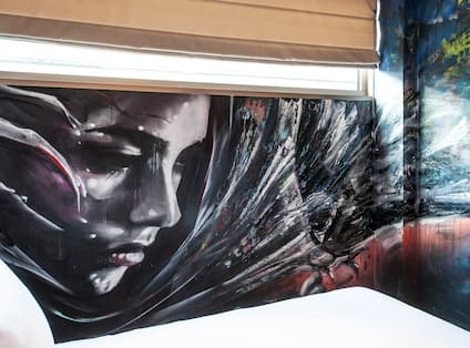 Street Art Guest Room with a Queen size Bed
