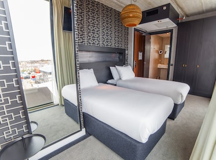 Twin Guestroom with Two Beds