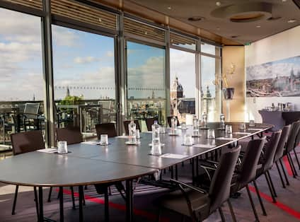 Private Meeting Space In Sky Lounge