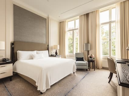 King Grand Premier Room with Armchair Desk and Large Windows
