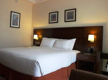 King Accessible Guest Room With City View