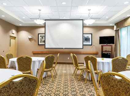 Meeting Room with Banquet Round Tables in Cabaret Style Setup