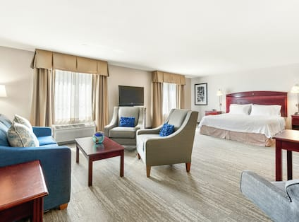 Accessible Single King Guestroom Suite Lounge Area View