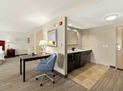 Accessible Single King Guestroom Suite