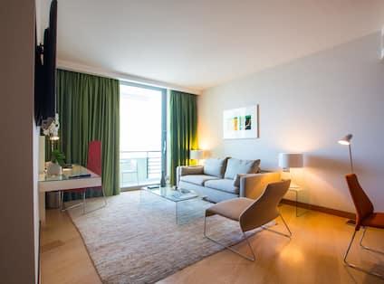 Junior Acropolis Suite, Sofa