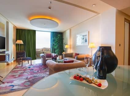 King Acropolis Suite