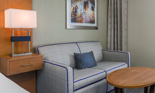 King Guestroom with Lounge Area