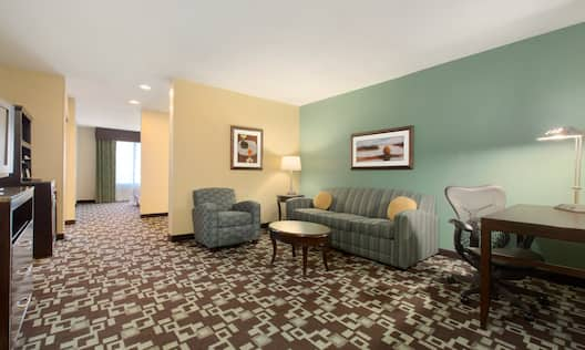 King Bed Suite Lounge Area