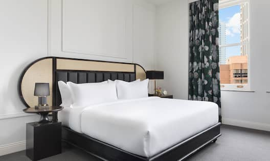 King Guestroom with Bed and City View
