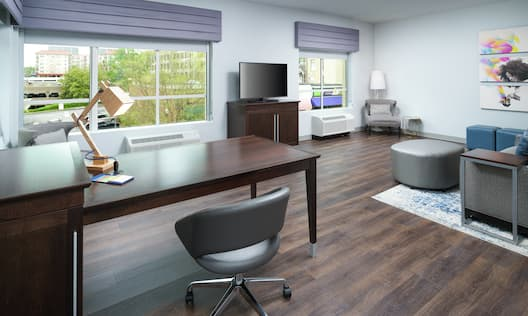 King Corner Suite with Lounge Area, Work Desk, Room Technology, and Outside View