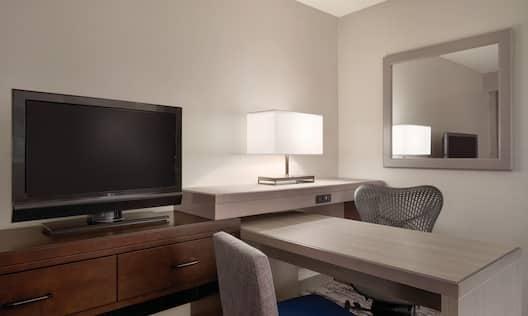 EStandard Desk in Suite