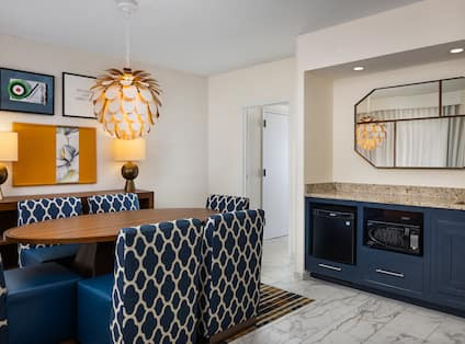 presidential suite wet bar and dining area