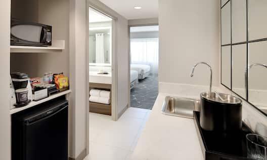 Double Queens Guestroom Premium Suite