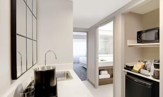 Single King Guestroom Suite