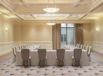 Azalea Room U-Shape Setup
