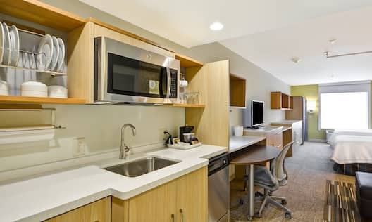 Home2 Suites by Hilton Opelika Auburn Hotel, AL - 2 Queen Studio Kitchen