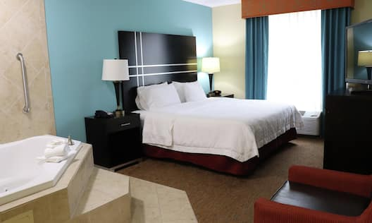 King Accessible Guest Room With Whirlpool