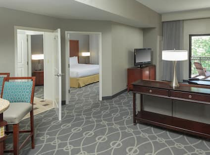 Overview of 1 King 2 Room Premium Suite with Balcony