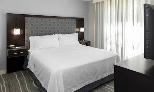 Guestroom Suite Bedroom with Single King Bed