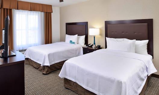 2 Queen Beds with TV