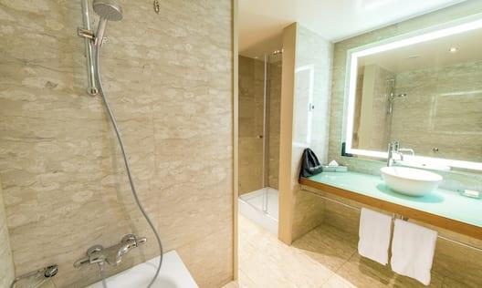 King -Twin Bathroom