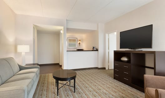 DoubleTree by Hilton Hotel Hartford - Bradley Airport, CT - King Suite Living