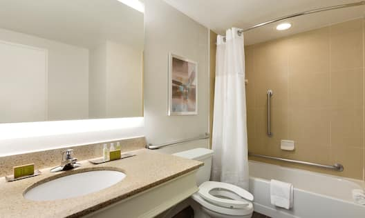 DoubleTree by Hilton Hotel Hartford - Bradley Airport, CT - Accessible Bath