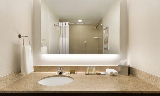 DoubleTree by Hilton Hotel Hartford - Bradley Airport, CT - Guest Bathroom