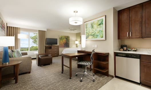 Studio Suite with Kitchen, Work Desk, Lounge Area, HDTV, and King Bed