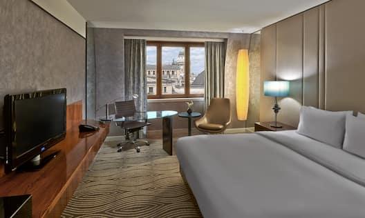 Guest Room, 1 King Bed, TV, Work Desk