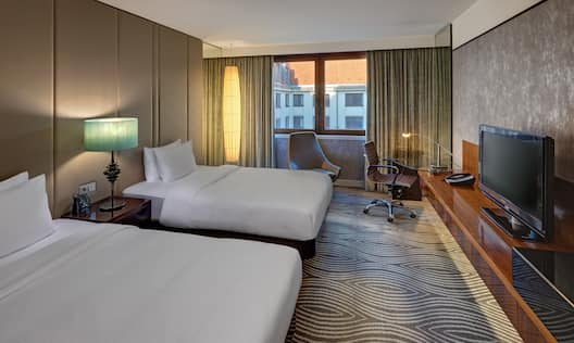 Twin Guest Rom, Beds, TV. Work Desk and Window View