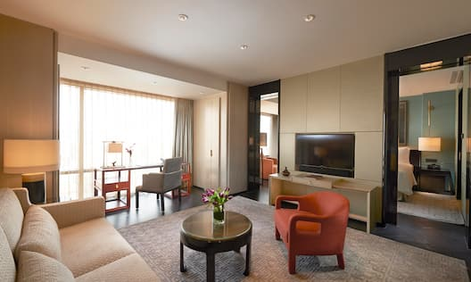 Deluxe Suite - Sofa, Desk and Guest Room