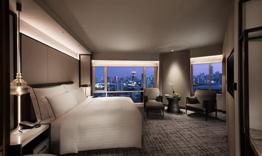 Grand Premium King Guestroom with Bed, Lounge Area, Room Technology, and Outside View