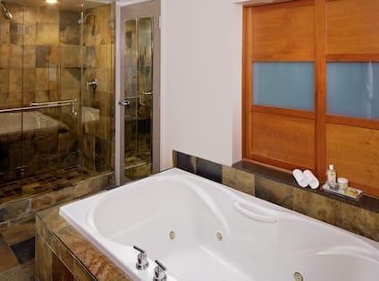 King Guestroom Suite Bathroom