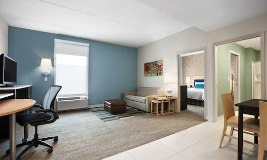Guestroom Suite Single Queen Bedroom Living Area