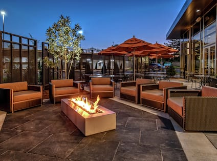 The Härth Outdoor Dining and Firepit
