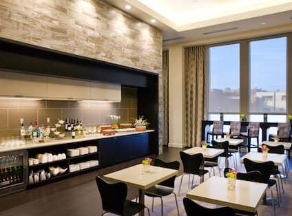 Executive Lounge with Bar