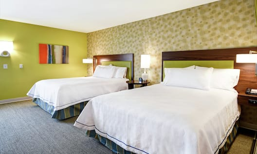Two Queen Beds in Guestroom