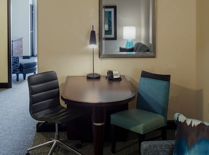Deluxe Suite Living Room Table and Chairs