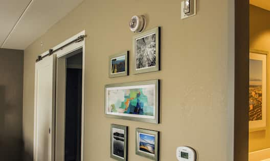 Accessible Guestroom with Strobe Doorbell Device