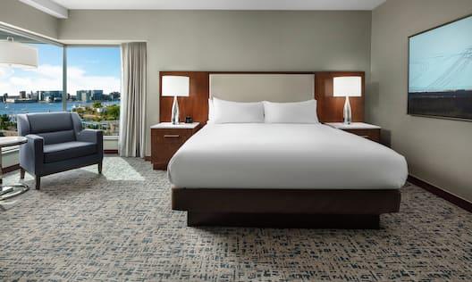 King Bed Hotel Guestroom
