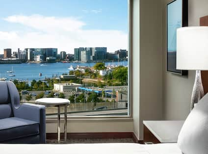 King Bed Hotel Guestroom With City View